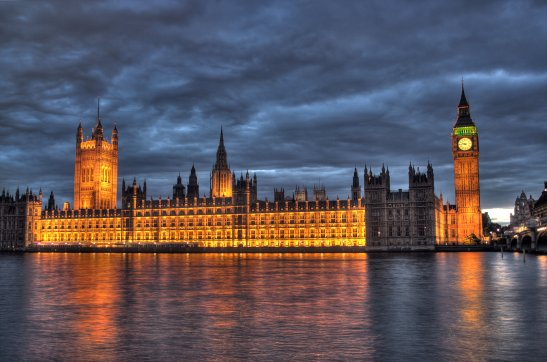 house-of-parliament-night